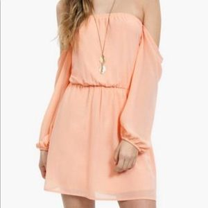 Tobi Show Me Shoulder Dress in Peach